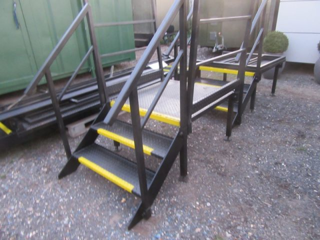 3 TREAD STEEL STAIRCASE CABIN TOILET STAIRS ACCESS STAIRS STEEL STAIRS